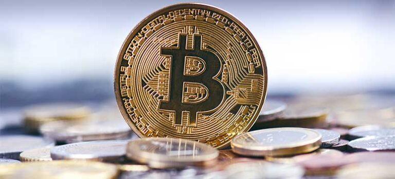 Kan en Bitcoin nå ett värde av 100 000 dollars? Är kryptovaluta en bubbla? Kraschar dollarn? Gör aktiemarknaden det?