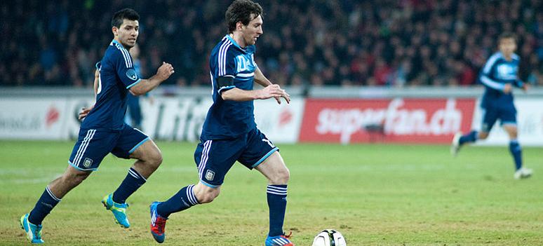 800px-Sergio Agüero L Lionel Messi R - Switzerland vs. Argentina 29th February 2012