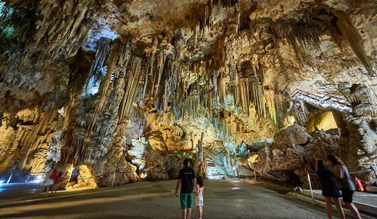 Ett besök till droppstensgrottorna Las Cuevas de Nerja