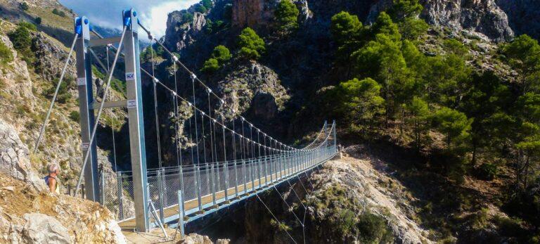 Den nya hängbron över Río Almanchares