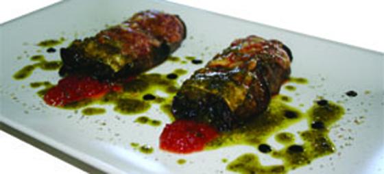 Cannelloni av aubergine med stuvad spenat, pesto och tomatmarmelad