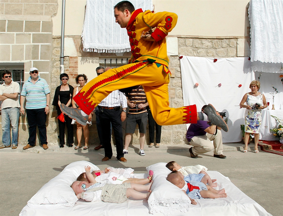 Baby-hoppning, El Colacho
