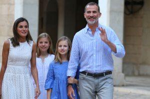 Spanska kungafamiljen öppnar ny utställning i Alhambra