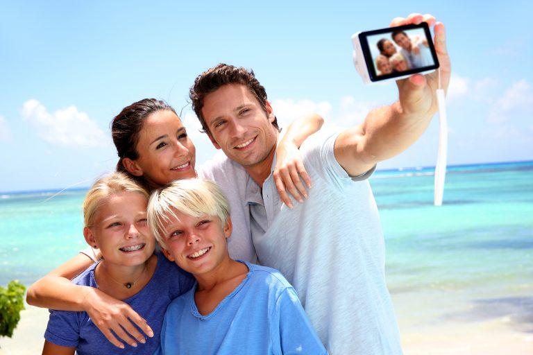 Tänk efter två gånger innan du delar semesterbilder på Facebook
