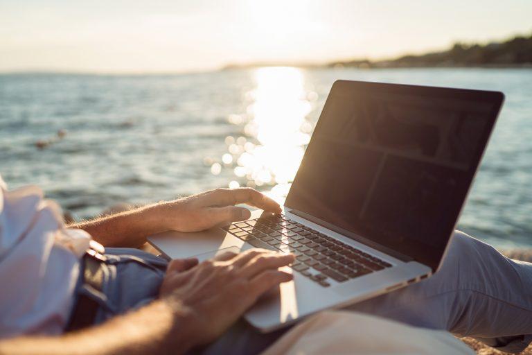 10 tips för att undvika hackare under sommarsemestern