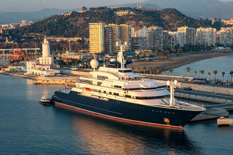 """Superyachten """"Octopus"""" återvänder till Málaga hamn"""