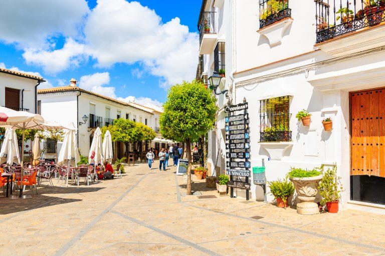 Andalusien - romantiskt byliv eller avbefolkade småbygder?