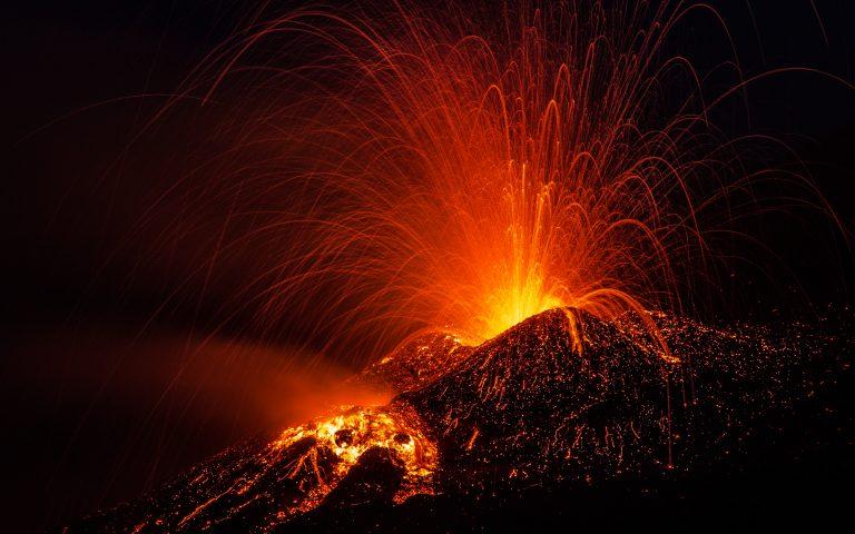Tusentals flyr efter vulkanutbrottet på La Palma