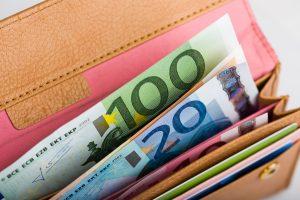 Minimilönen höjs i linje med bättre ekonomiska förutsättningar
